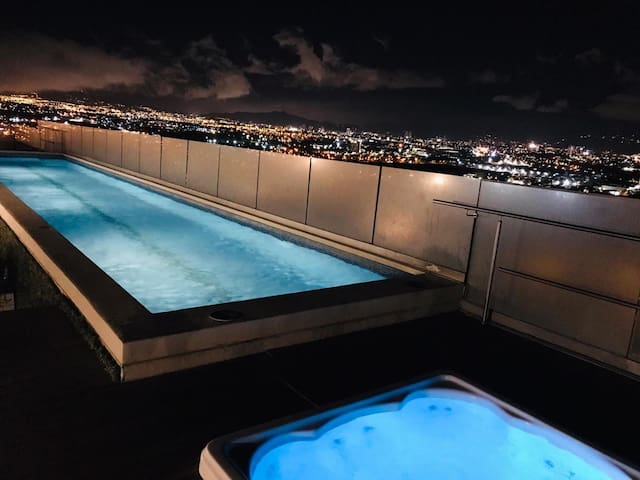 Cozy Luxury Penthouse (20th FL-07)