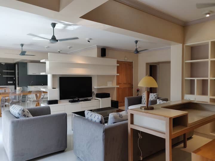 Luxurious 02 BHK Serviced Apartment