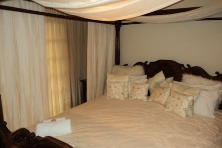 Macnut Farm Deluxe room - Outer West Durban