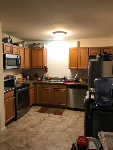 Roommate for 2-Bedroom 2.5 bath