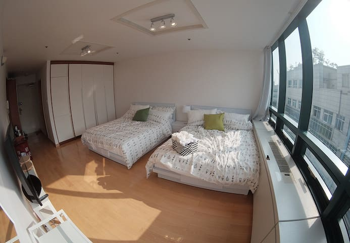 #1_1 Best Location Hongdae WifiEgg PrivateBathroom - 서울특별시 - Apartamento