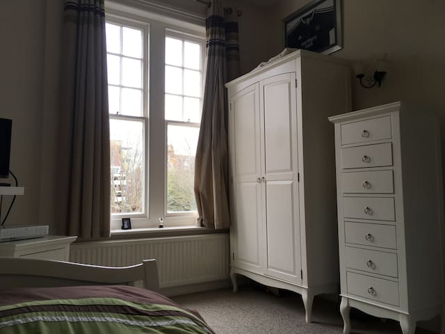 Double bed, private room, Lower Meads, Eastbourne