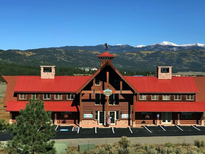 Large Groups Welcome, 22 Beds, Great for Retreats, Wheeler Peak Lodge 22-A!