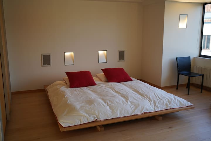 The bed is a futon, a traditional Japanese cotton sleeping mattress, on a tatami, for ideal sleeping conditions and also very good for the back.  A cotton mattress allows your skin to breathe naturally during your night's sleep.