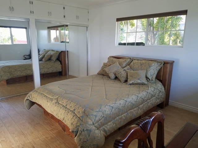 Guest House in Convenient LA Location