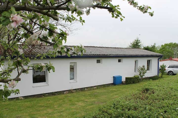 Lovely holiday bungalow just a few metres from the beach