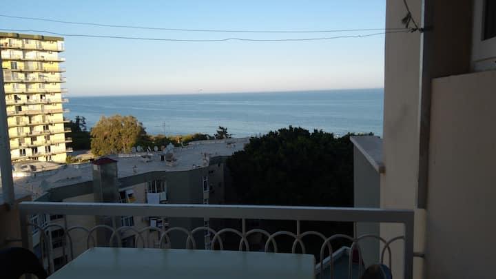 Deniz manzaralı eşyalı daire