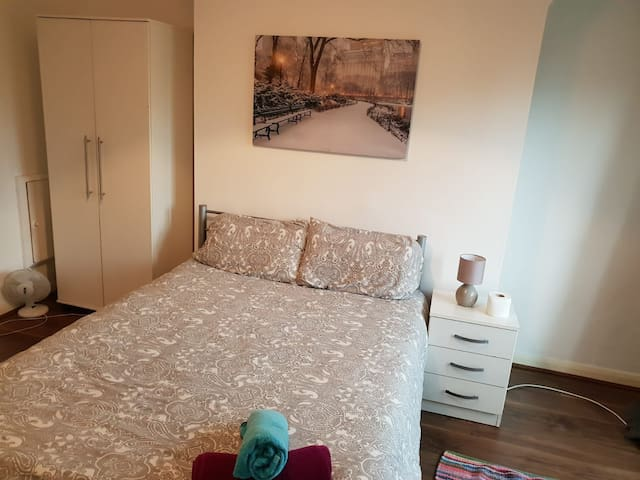 Trendy double room in Bethanl green (1)