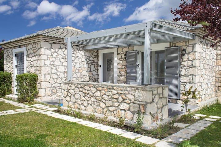Welcoming Villa near Sea in Agrilia