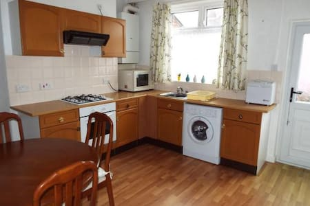 Clean Bedsite room with single bed - Bolton - House