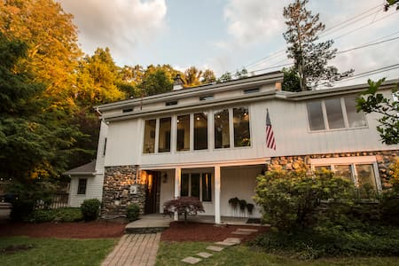 Renovated 1850's Cottage on Storm King Mountain