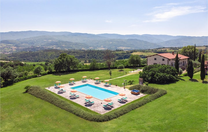Beautiful apartment in Poppi with Outdoor swimming pool and 2 Bedrooms