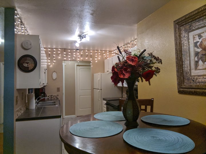 Ski Tahoe & Relax in Reno! Full Kitchen Free Park!
