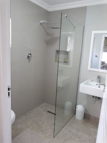 Clean, modern bathroom