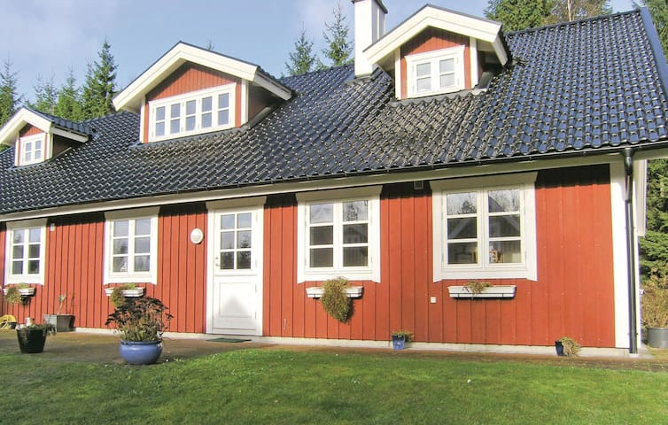 Holiday cottage with 3 bedrooms on 180m² in Unnaryd