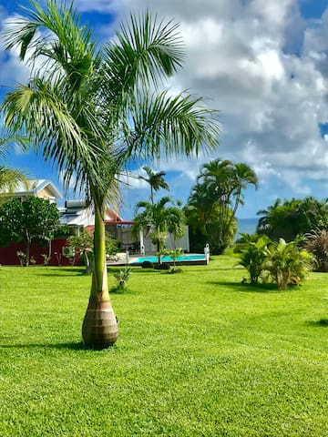 Kay tilou bungalows for rent in le marin le marin for Bungalow avec piscine martinique
