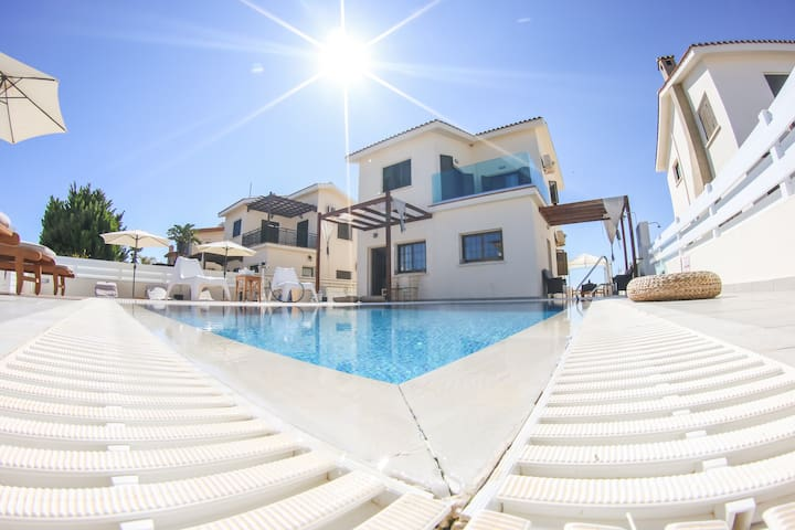Villa Alexandra⛱50 mtrs from beach⛱Near to Nissi
