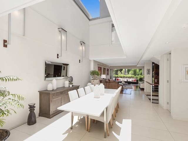 MODERN 4 BED FAMILY HOME CLOSE TO MANLY BEACH