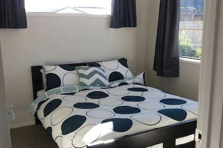 Sunny, self-contained unit, Lake Hayes Estate - Lake Hayes Estate - Apartment