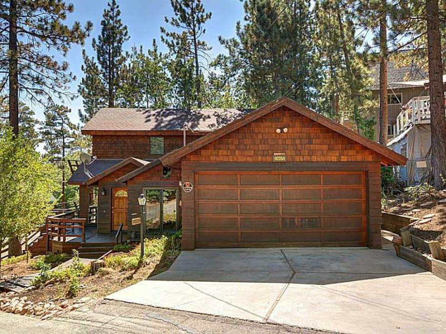 Lake mountain views foosball table pets welcome for Cabins for rent in big bear lake ca
