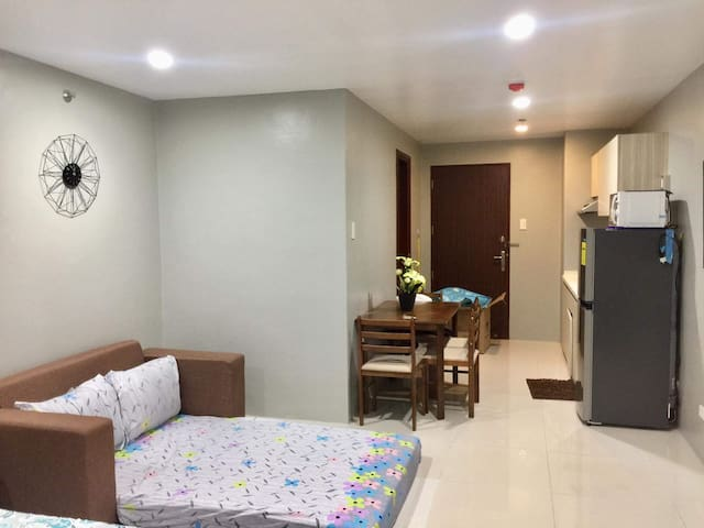 Condo unit in Megatower, Near SM, Session& Burnham