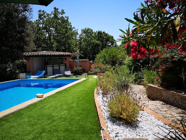 Lovely provencal rental 4 km from the sea