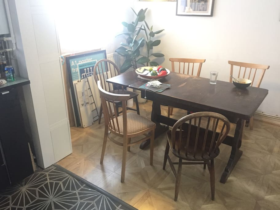 Family size dining area