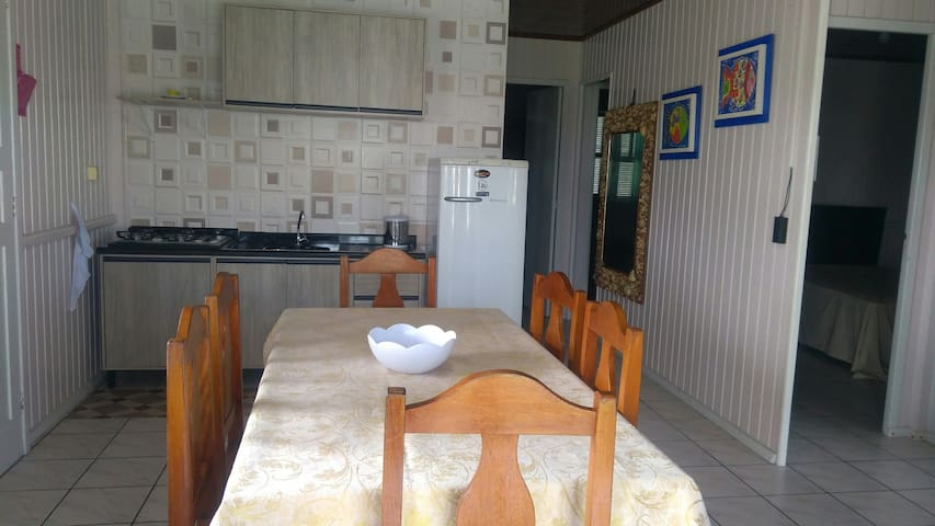 casa muito confortável 200mt da praia de itapiruba