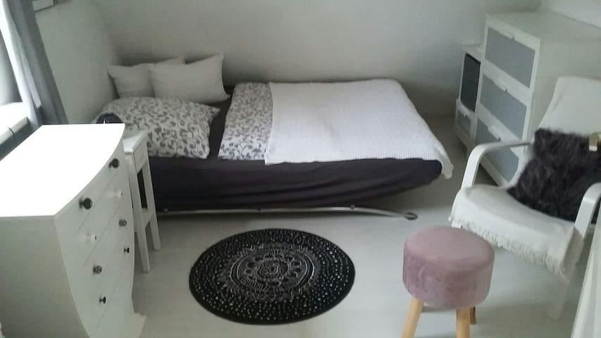Zimmer in einem charmanten Haus (in Thierhaupten)