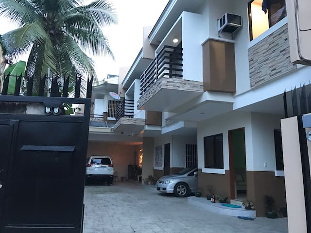 Spacious & brand new 1BR for 2-4pax - Cebu City - Stadswoning