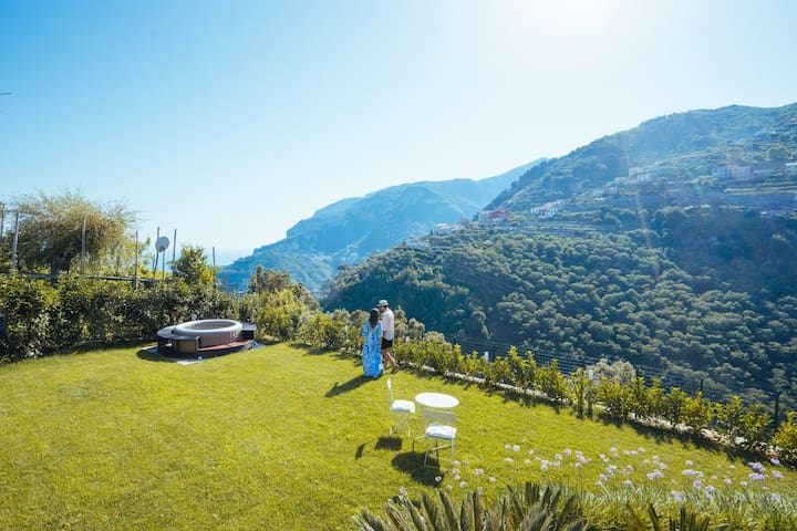 Chez Lia Sea View & garden, 80mt from V.Eva. Ravel