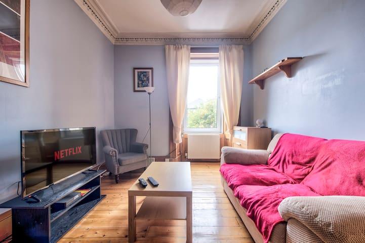 Spacious 1 bedroom flat near Murrayfield stadium
