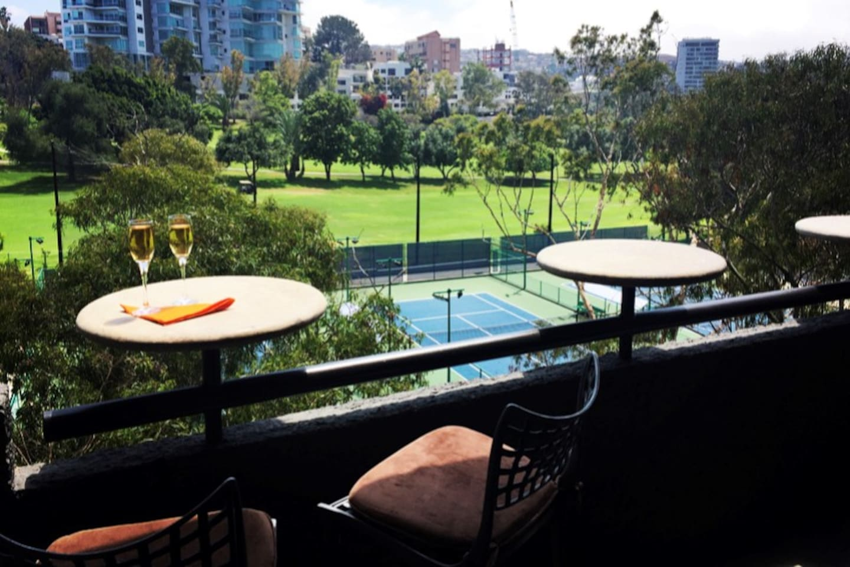Magnificent green view!, cheers! Vista magnificente al Club de golf, Salud!