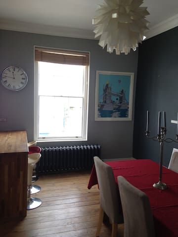 Beautiful Georgian apt in High Street with parking - Totnes - Apartament