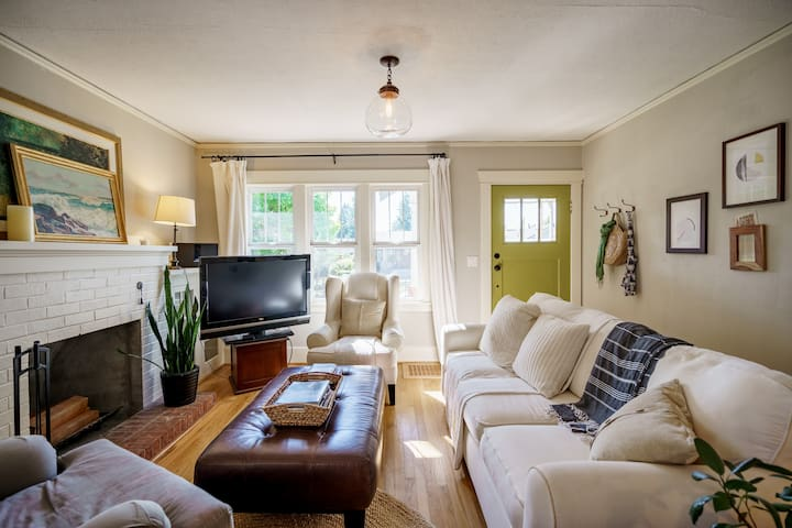 Charming Walkable Downtown Vancouver Craftsman