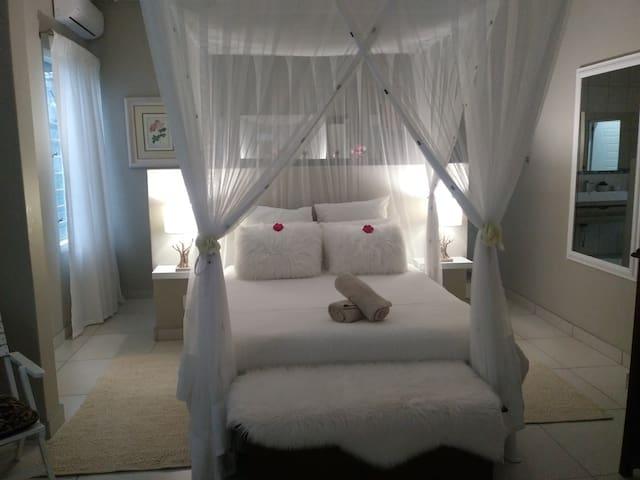 St Lucia Kingfisher Lodge - Honeymoon room