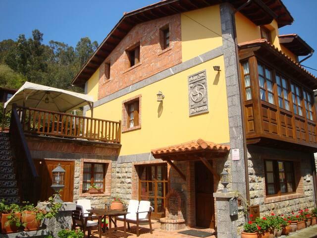Casa Asturiana entre el Mar el Golf y la Montaña