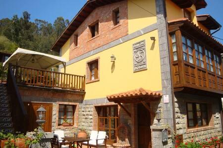 Casa Asturiana entre el Mar el Golf y la Montaña - Andrín - Шале
