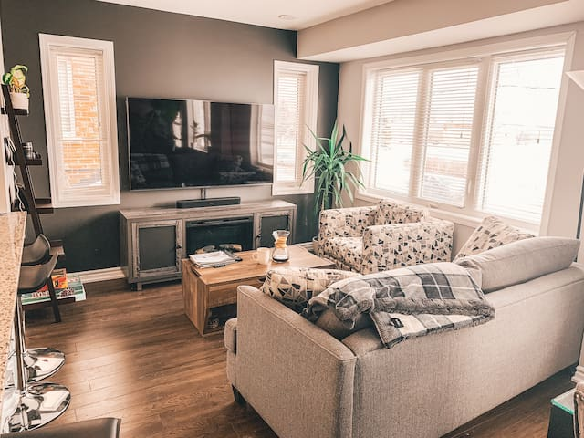 Comfy Townhouse in Kitchener