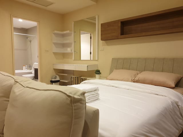 Skywalk to BTS Thong Lo 1BR 2PP near business area