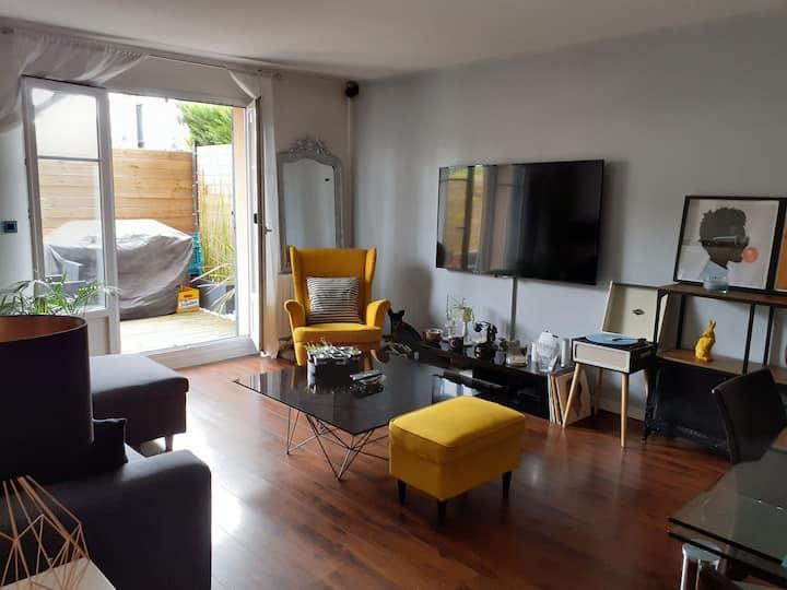 Appartement F3 PLAISIR VILLAGE AVEC JARDIN.