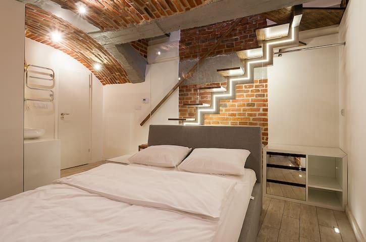 Renesis, Loft Style, Old Town