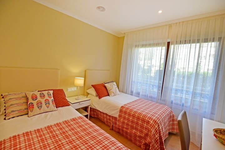 Nice apartment ideal for family holidays.