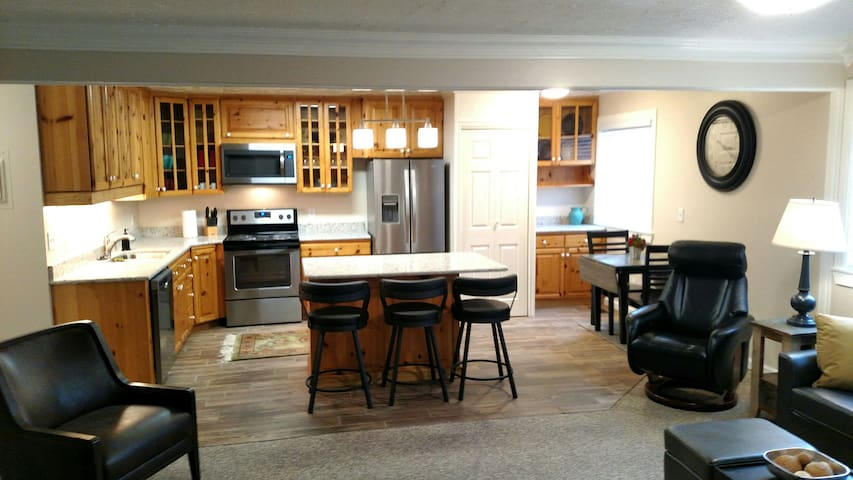 Central Salt Lake Private Condo -Sleeps 8