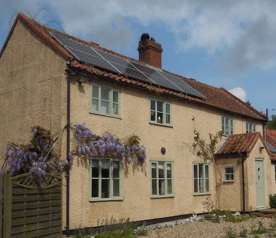 Lovely farmhouse in North Norfolk - Norwich - Dům