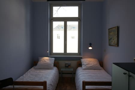 2BED + PARKING close to main station ...WiFi - Pirna - Retkeilymaja