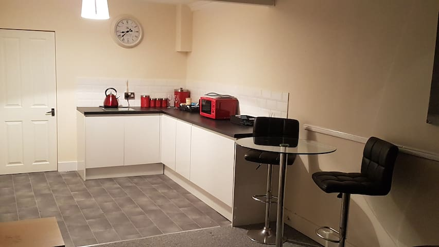 Lovely refurbed annxxe flat with new kitchen
