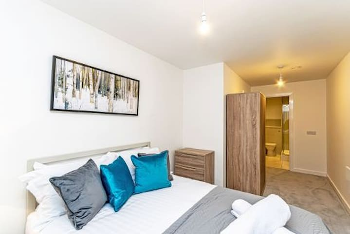 Deluxe 2 Bed Apartment In City Centre Halo House