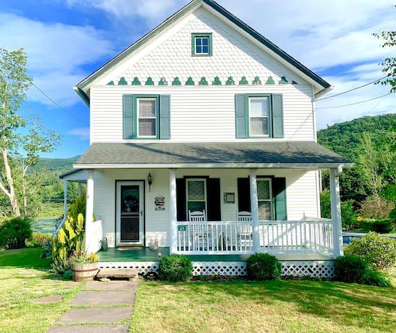 Mountain View & Lakeside Home mins. to Hunter Mtn.