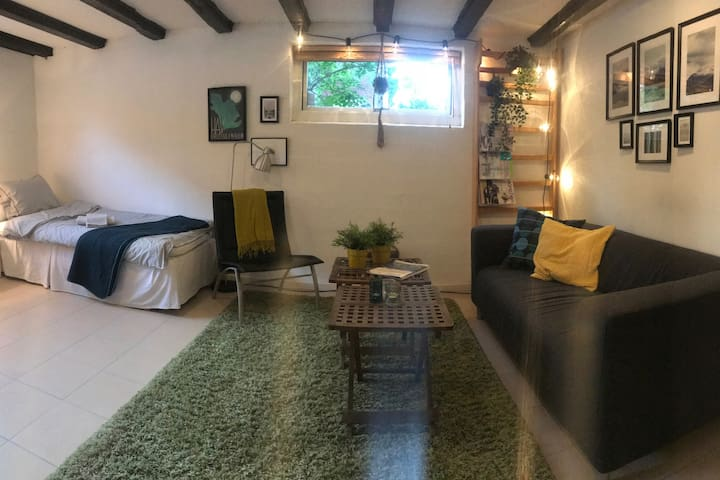 Cozy place close to the beach, airport and metro